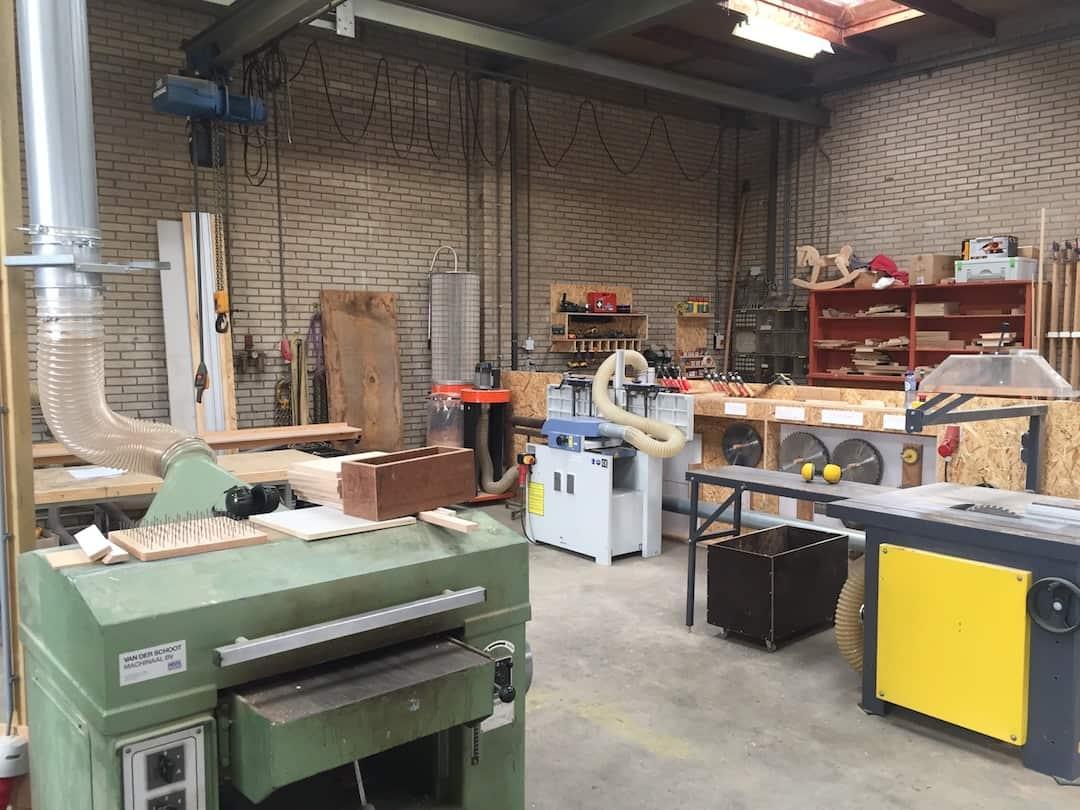 Bouwatelier 013 - De werkbanken bij woodskepping